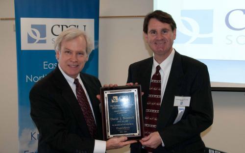 Deane Tolman presents Dave Braswell award